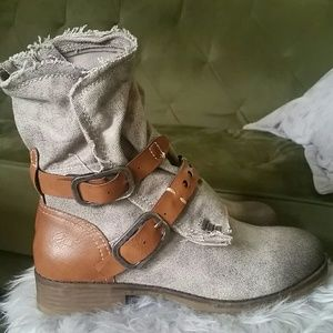 Dirty laundry canvas boots 8.5